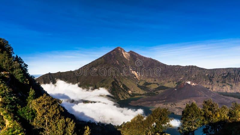 Lago del cratere del vulcano del supporto Rinjani Lombok Indonesia fotografia stock libera da diritti