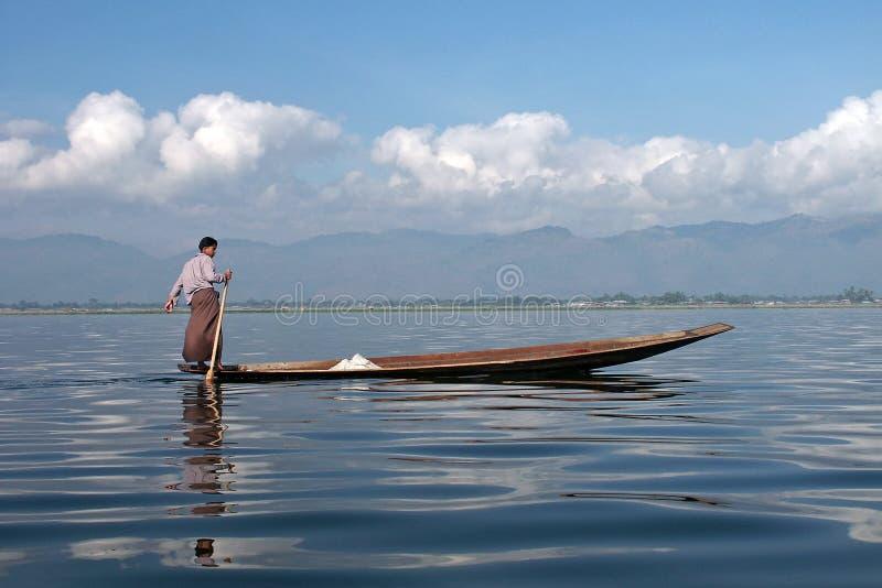 Lago del dem Inle del auf de Fischer en Myanmar fotos de archivo libres de regalías