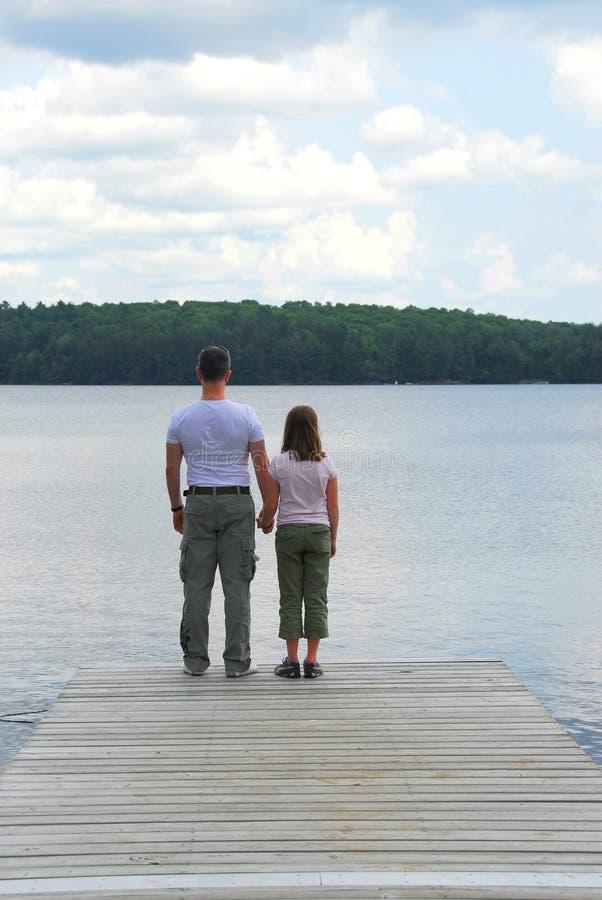 Lago del niño del padre fotografía de archivo libre de regalías