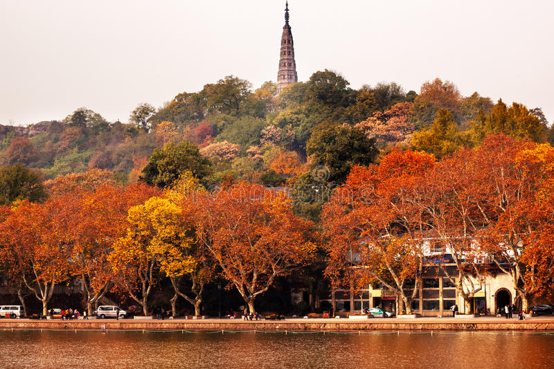 Lago del oeste Hangzhou Zhejiang China pagoda antigua de Baochu imagen de archivo libre de regalías