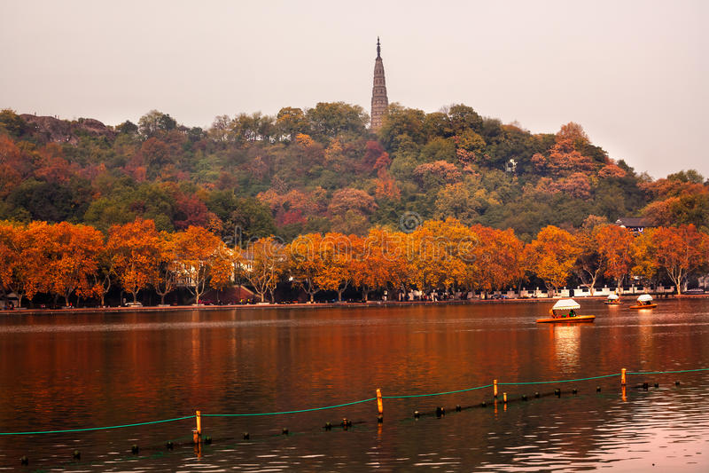 Lago del oeste Hangzhou Zhejiang China pagoda antigua de Baochu fotos de archivo libres de regalías