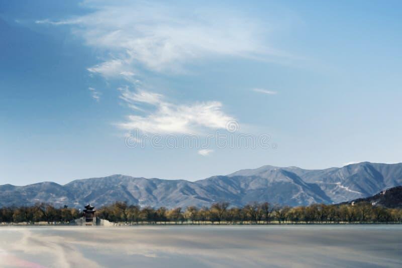 Lago del oeste hermoso debajo del cielo azul imagen de archivo libre de regalías
