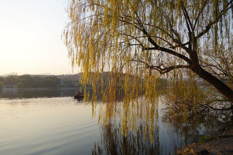 Lago del oeste Parque popular de ciudad China de Hangzhou imagen de archivo
