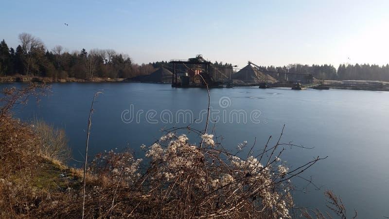 Lago della cava di ghiaia fotografie stock