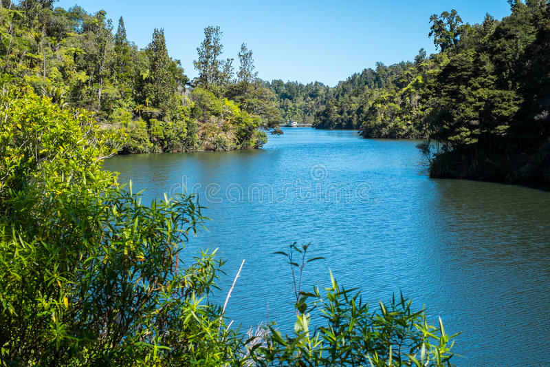 Lago della diga di Nihotupu fotografie stock libere da diritti