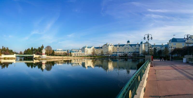 Lago della località di soggiorno degli hotel e disneyland Parigi fotografie stock