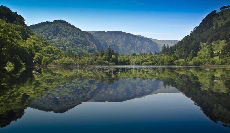 Lago della tomaia di Glendalough immagine stock