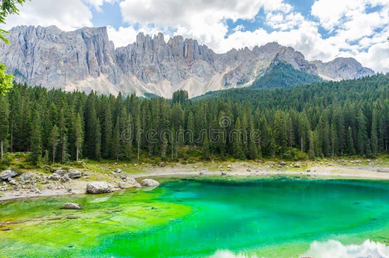 Lago Di Carezza in het Dolomiet stock afbeeldingen