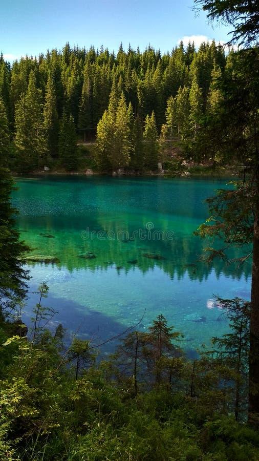 Lago di Carezza Karersee,白云岩的一个美丽的湖,特伦托自治省女低音阿迪杰,意大利 库存图片