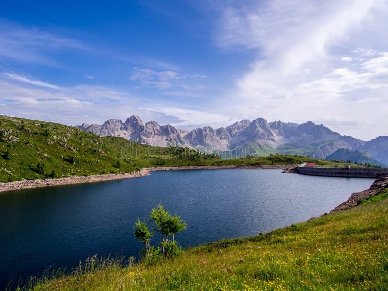 Lago di Cavia - dolomías - Italia fotografía de archivo libre de regalías