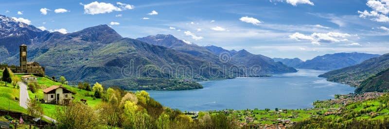 Lago di Como (sjön Como) hög definitionpanorama royaltyfri bild