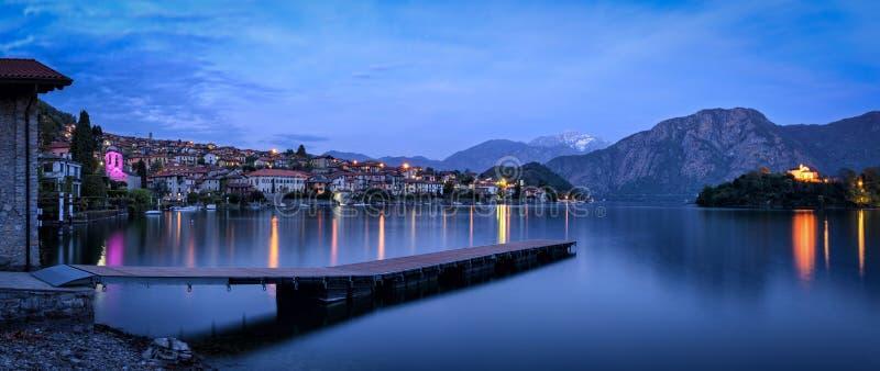 Lago di Como (sjön Como) Ossuccio och Isola Comacina royaltyfria bilder