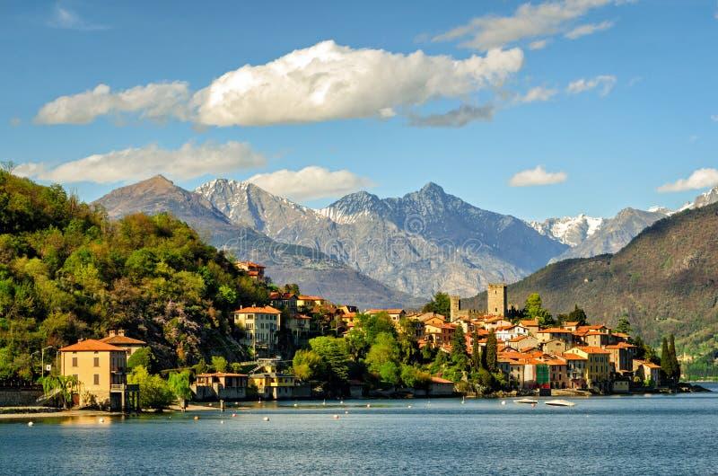 Lago di Como (sjön Como) Rezzonico arkivbilder