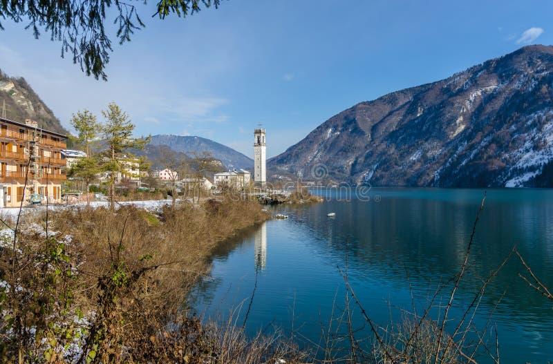 Lago di Corlo在威尼托意大利 免版税库存照片