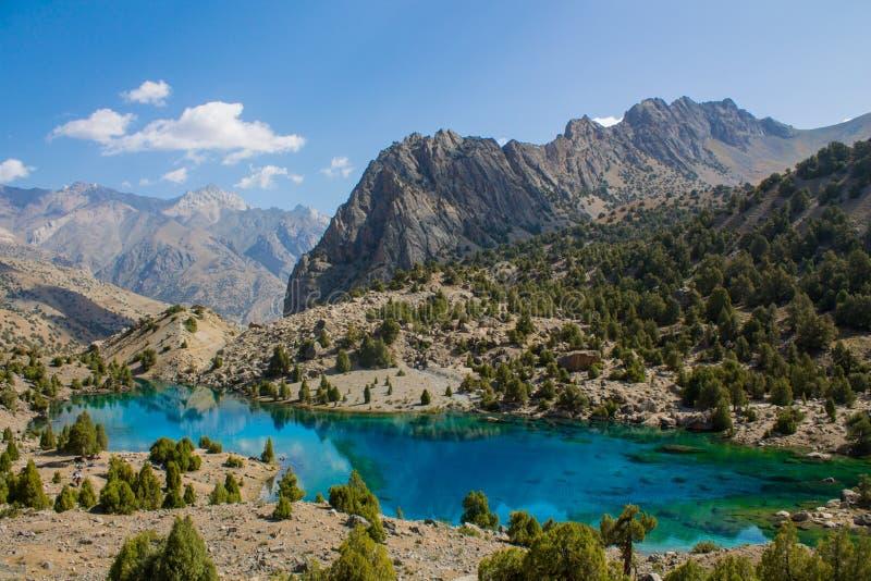 Lago di cristallo scenico in montagne del fan in Pamir, Tagikistan immagini stock
