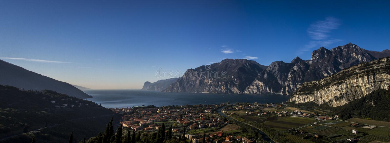 Lago di Garda, Arco Italien sjö Garda royaltyfri foto