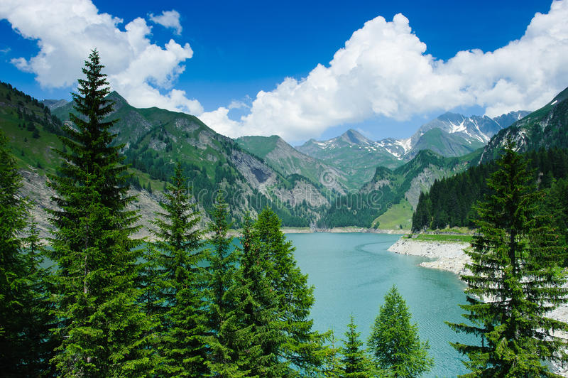 Lago di Luzzone lizenzfreies stockbild