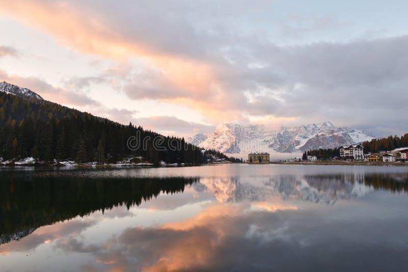 Lago Di Misurina przy wschodem słońca obraz stock
