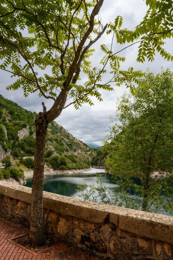 Lago di San Domenico nelle gole del Sagittario fotografia stock libera da diritti