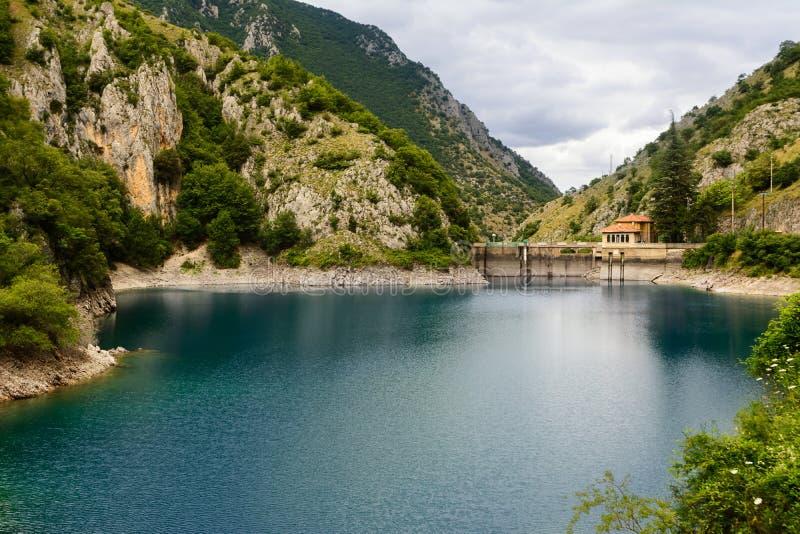 Lago di San Domenico nelle gole del Sagittario fotografia stock