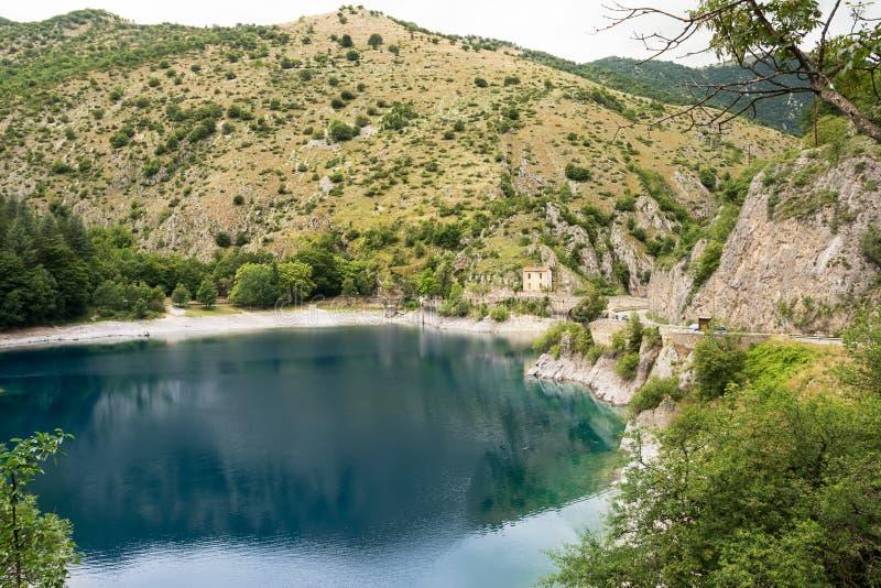Lago di San Domenico nelle gole del Sagittario immagini stock