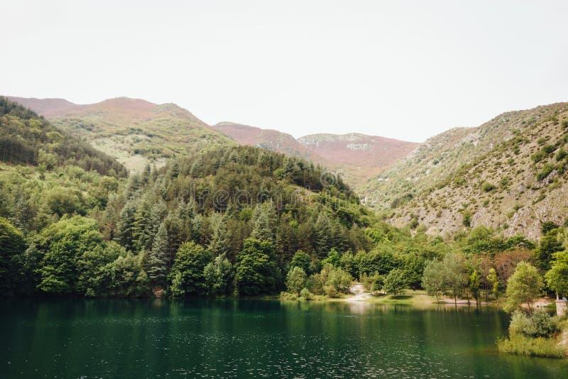 Lago di San Domingo, Abruzos, Italia fotos de archivo libres de regalías