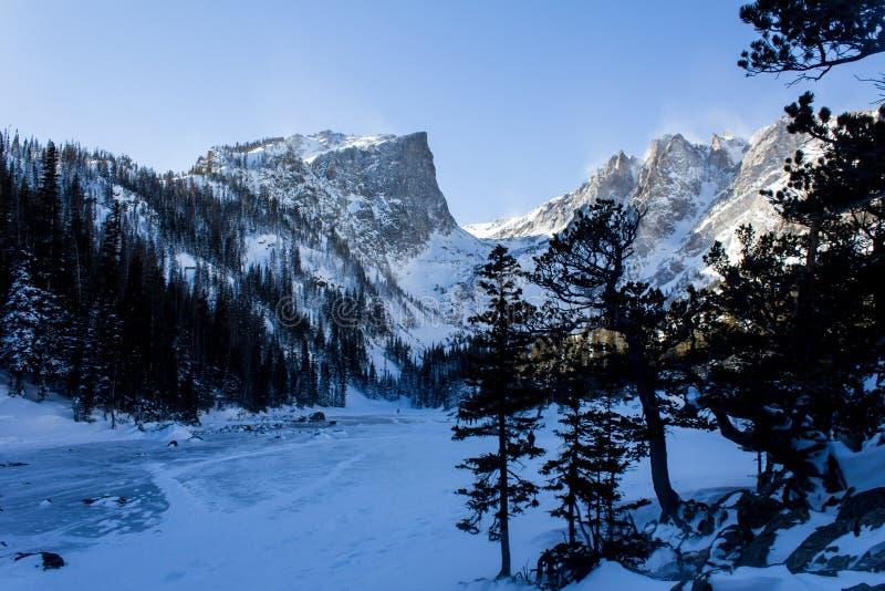 Lago di sogno nei morti dell'inverno fotografia stock