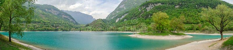 Lago di Tenno (Trentino, Italie), panorama élevé de recherche photos libres de droits
