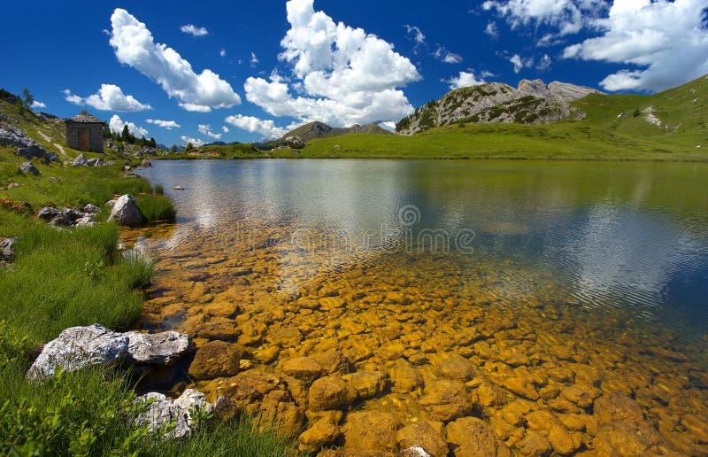 Lago di Valparola, dolomías, Italia foto de archivo libre de regalías