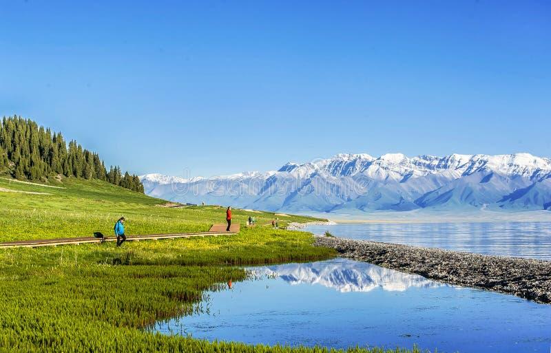 Lago do sailimu de Viewof, xinjiang fotos de stock royalty free