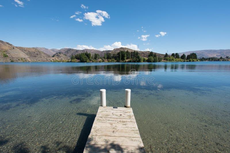 Lago Dunstan situado em Cromwell, Otago central, Nova Zelândia imagem de stock royalty free