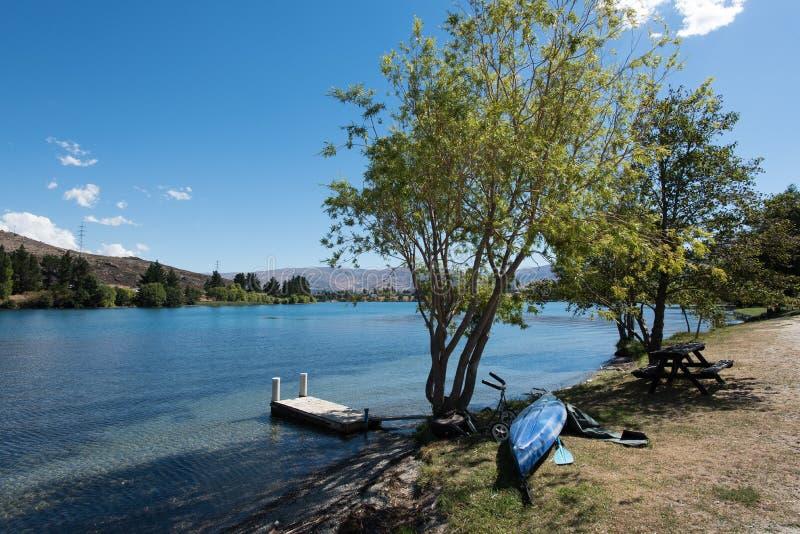 Lago Dunstan situado em Cromwell, Otago central, Nova Zelândia fotos de stock