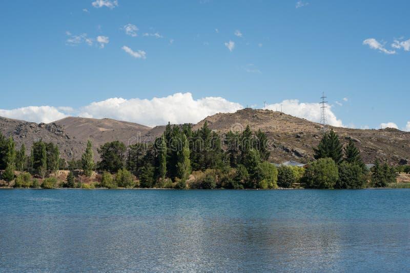 Lago Dunstan situado en Cromwell, Otago central, Nueva Zelanda foto de archivo