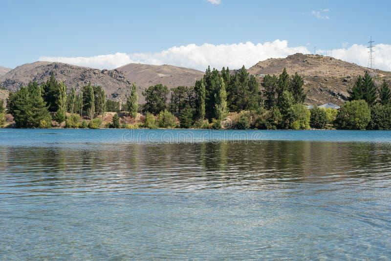 Lago Dunstan situado en Cromwell, Otago central, Nueva Zelanda fotografía de archivo