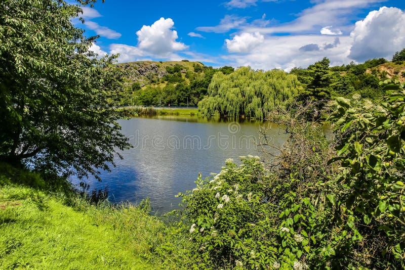 Lago Dzban a Sarka selvaggio - Praga, repubblica Ceca fotografia stock