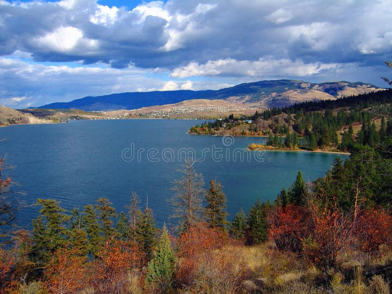 Lago e Coldwater Kalamalka do ponto do cascavel, vale de Okanagan, Columbia Britânica foto de stock royalty free