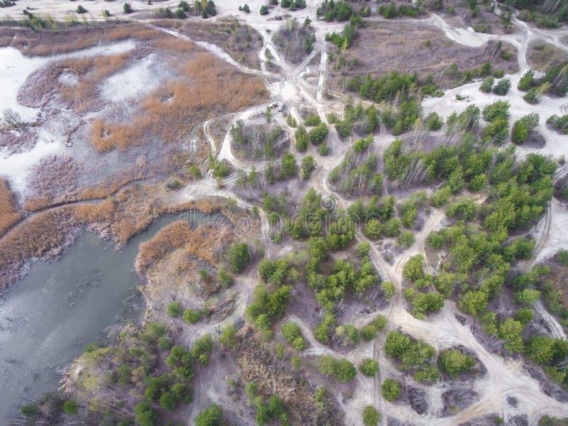 Lago e floresta durante o tempo de mola Vista de acima Dabrowa Gorn imagens de stock royalty free