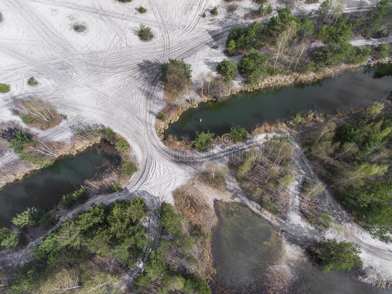 Lago e floresta durante o tempo de mola Vista de acima Dabrowa Gorn imagem de stock royalty free