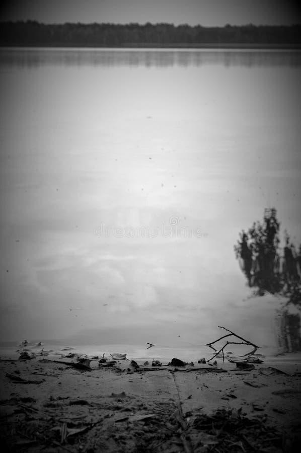 Lago e la riva fotografie stock