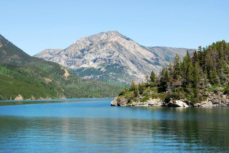 Lago e montagna Waterton fotografia stock