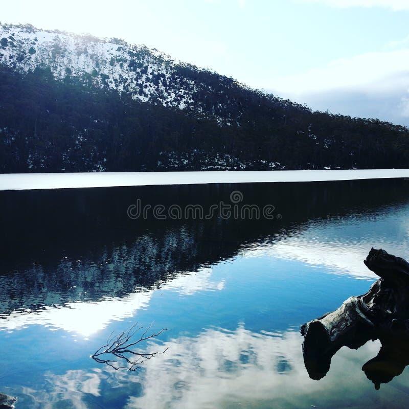 Lago e montanha fotos de stock