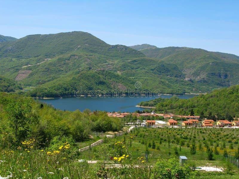 Lago e montanha, paisagem bonita imagens de stock royalty free
