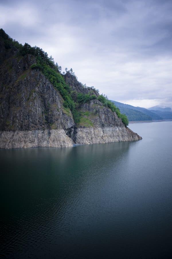 Lago e montanhas imagens de stock royalty free