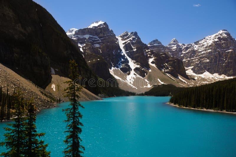 Lago e montanhas foto de stock