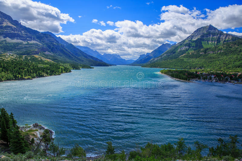 Lago e nubi fotografia stock