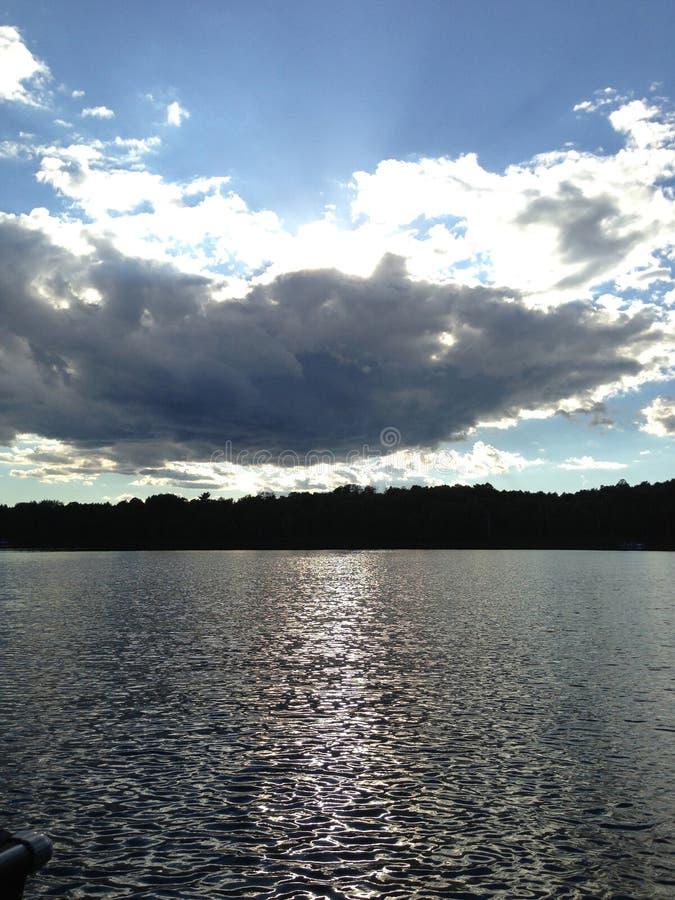Lago e nuvens fotos de stock royalty free