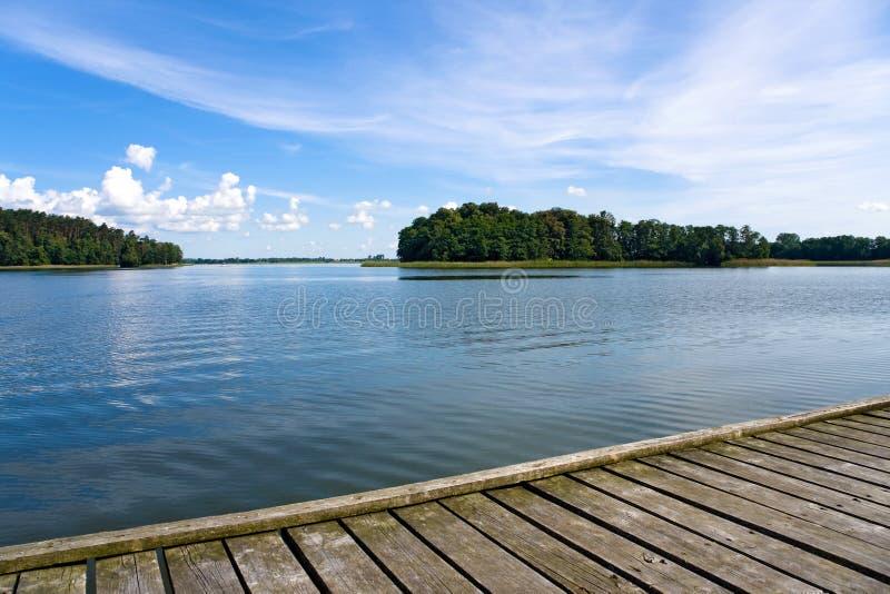 Lago e pilastro fotografia stock libera da diritti