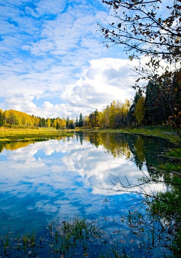 Lago e reflexões imagens de stock