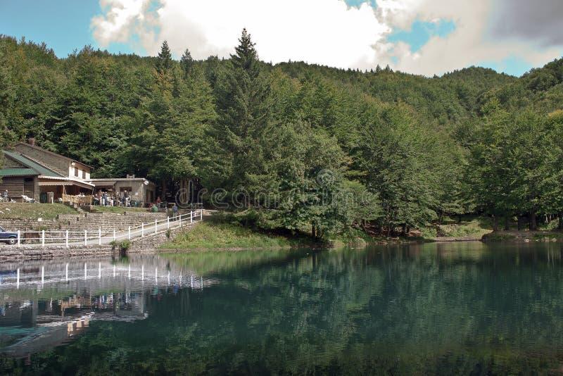 Lago e reflexo imagem de stock