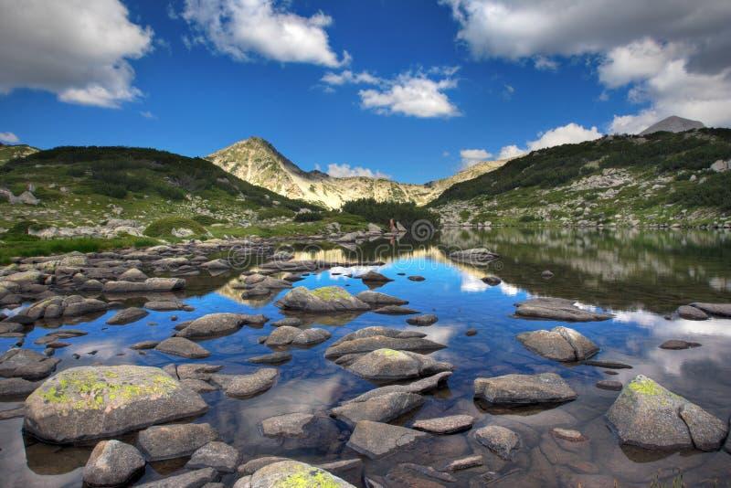 Lago e rocce glaciali immagini stock libere da diritti